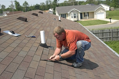 5 Tips to Help Cover the Costs for a New Roof for Your GTA Home